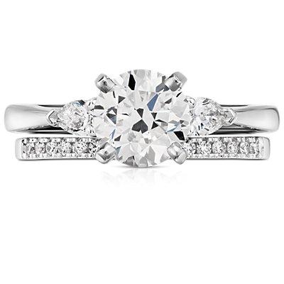 Petite bague en diamants sertis pavé monture cathédrale en or blanc 14carats (1/6carat, poids total)