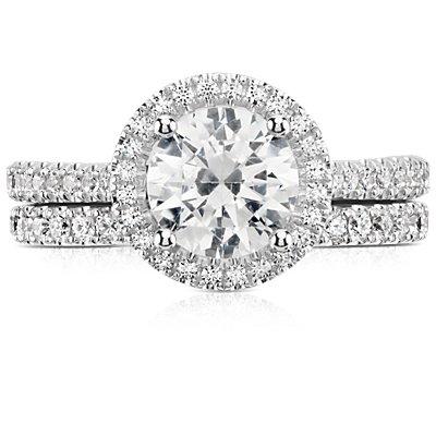 Anillo de eternidad con pavé de diamantes Riviera en oro blanco de 14k (1/2 qt. total)