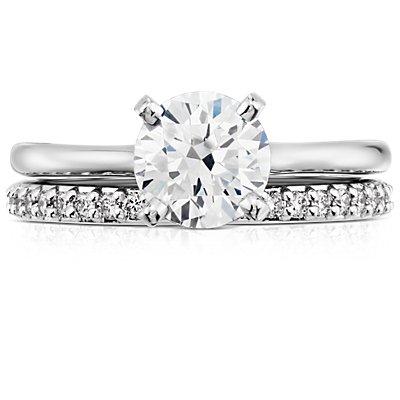 Anillo de eternidad con pavé de diamantes en oro blanco de 18k
