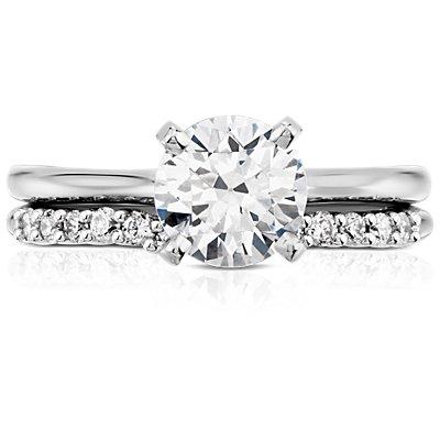 Alianza clásica de diamante curvo en oro blanco de 18 k