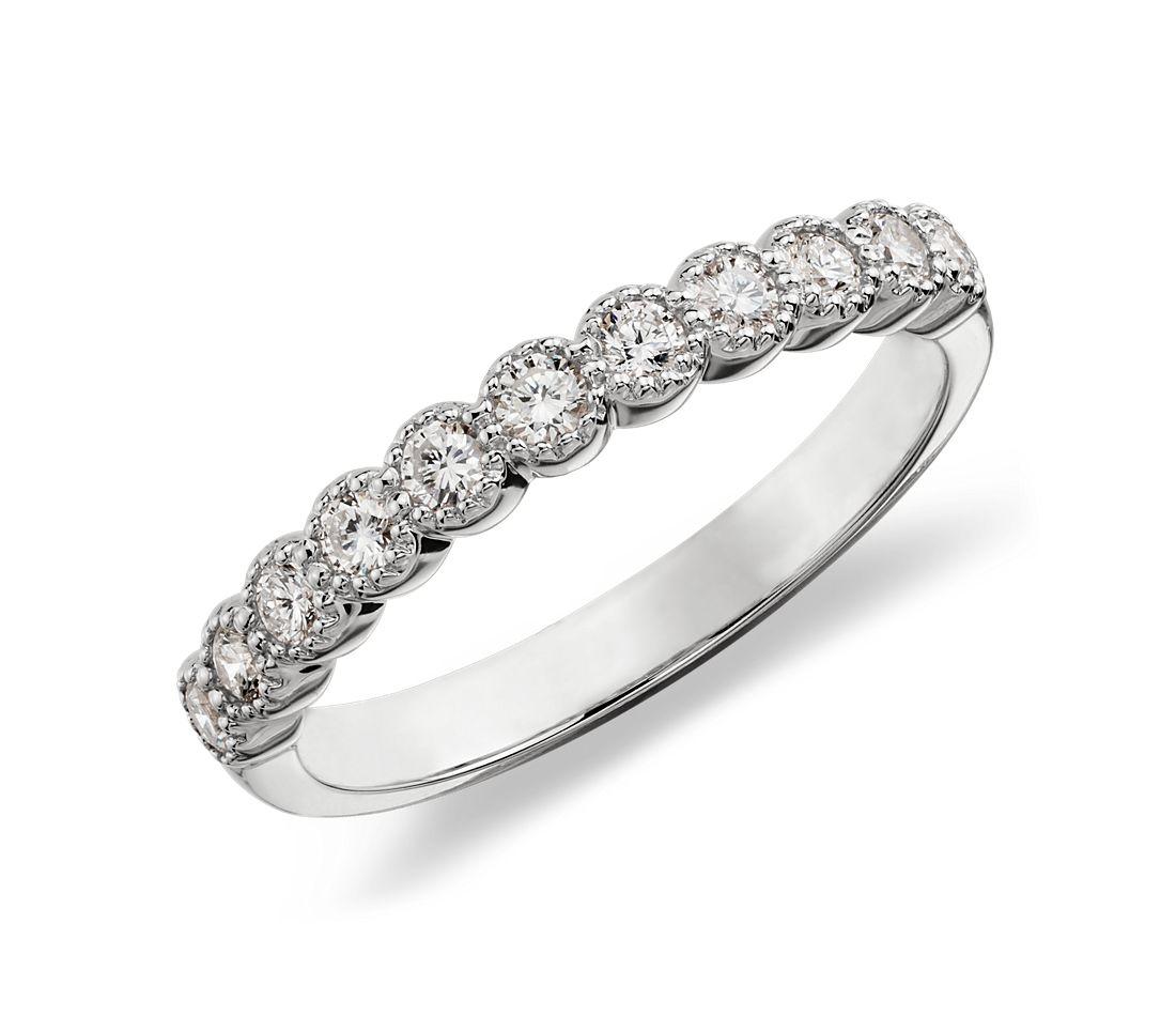 Anillo de diamantes redondos estilo milgrain en oro blanco de 14k