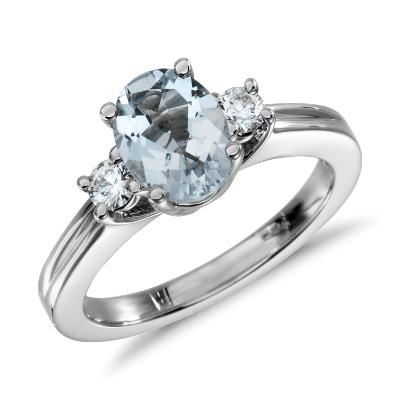 Aquamarine and Diamond Ring in 18k White Gold (8x6mm)