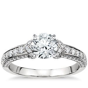 Anillo de compromiso del Studio de Blue Nile de diamantes con pavé estilo Imperial en platino (2/5 qt. total)