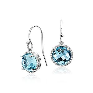 Pendants d'oreilles diamant halo et topaze bleue en or blanc 14 carats (8 mm)
