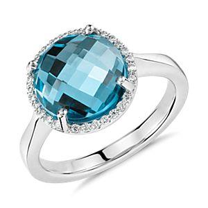 Anillo con halo pequeño de diamantes y topacios azules redondos en oro blanco de 14k (10mm)