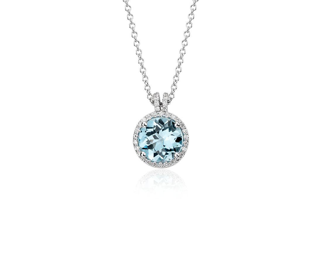 Pequeño colgante con halo de diamantes y topacio azul Londres en oro blanco de 14k (8 mm)