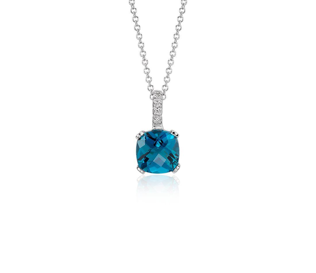 Colgante con forma de flor de diamante y topacio azul Londres en oro blanco de 14k