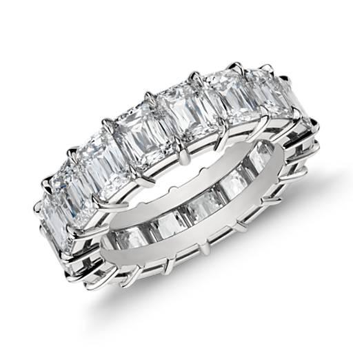 Anillo de eternidad de diamantes con talla esmeralda en platino (7,50 qt. total)