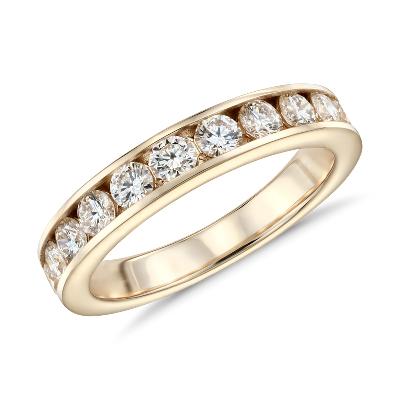 Anillo de diamantes con montura de canal en oro amarillo de 14k (1 qt. total)
