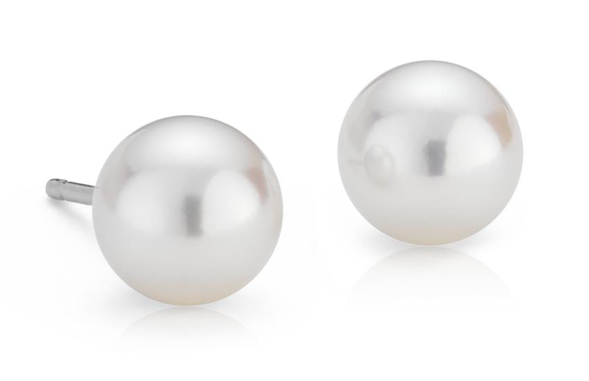 Aretes clásicos de perla cultivada de Akoya en oro blanco de 18k (6,0-6,5mm)