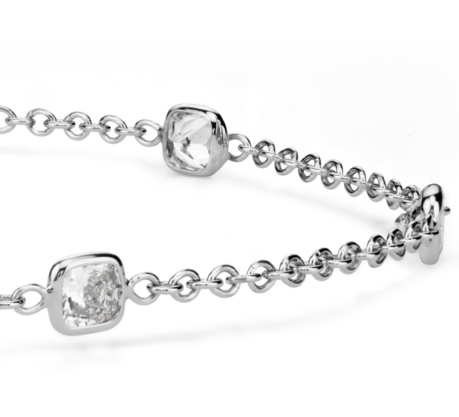 Brazalete de diamantes en bisel de talla Asscher Fancies by the Yard en oro blanco de 18 k (1,20 qt. total)