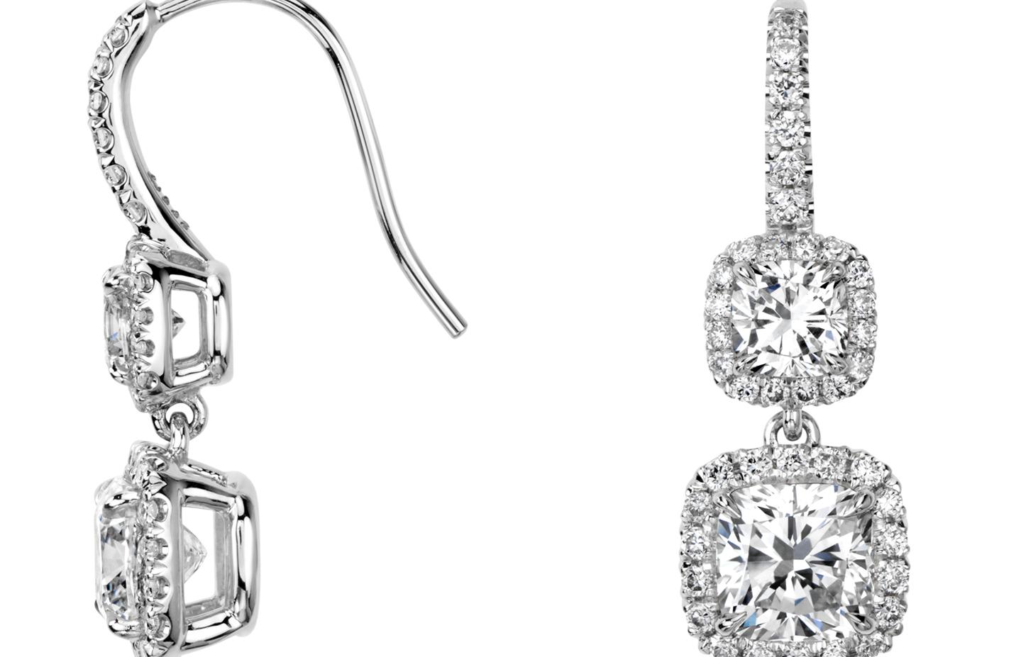 Pendants d'oreilles double halo de diamants taille coussin en or blanc 18carats