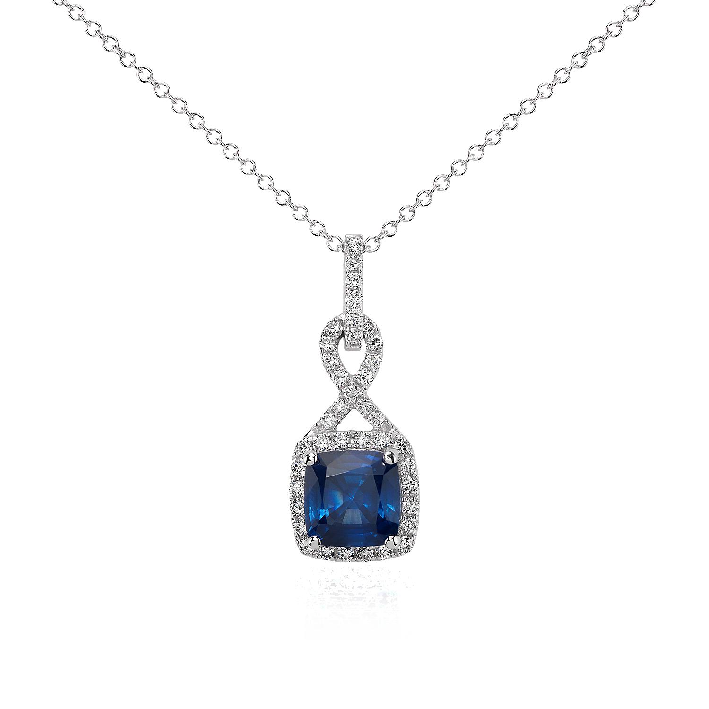 Colgante torcido con halo de diamantes y zafiro de talla cojín en oro blanco de 18 k (7mm)