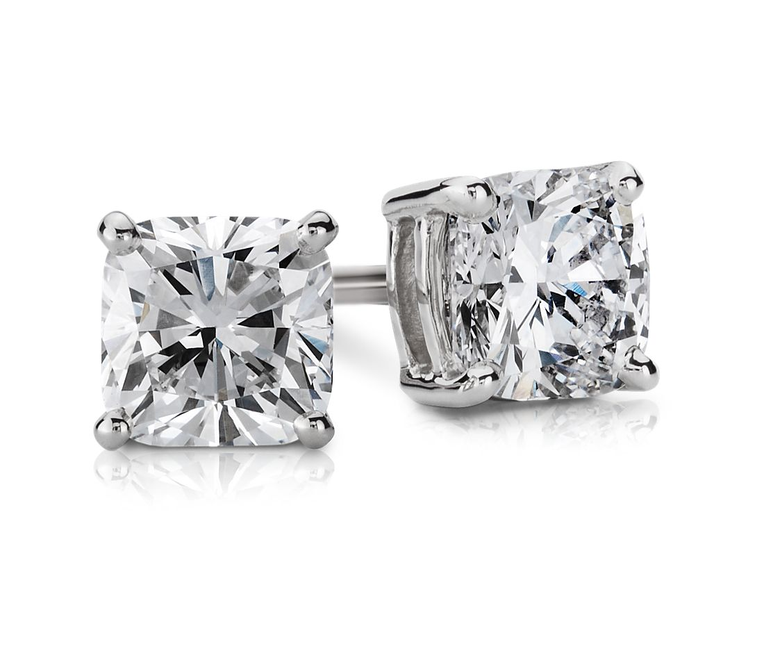 Aretes de diamante de talla cojín en oro blanco de 14k (5/8 qt. total)