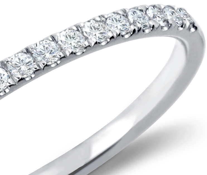 Petite bague en diamants sertis pavé en or blanc 14carats