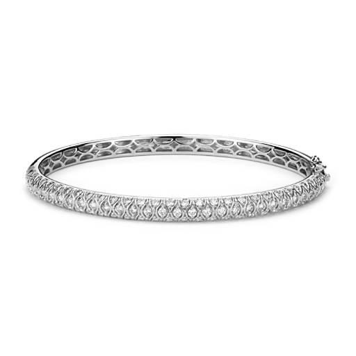 NUEVO. Brazalete tipo esclava con pavé de diamantes radiantes, en oro blanco de 18k (2 qt. total)