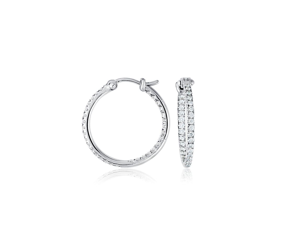 Aretes de diamante tipo argolla con micropavé en oro blanco de 18 k