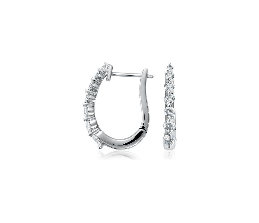 Aretes de diamantes montados al aire en oro blanco de 18 k