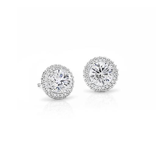 Aretes de diamantes con halo superpuesto exclusivos de Blue Nile en platino (2 qt. total)