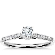 Anillo de compromiso vintage con pavé de diamantes con pequeña montura tipo catedral en oro blanco de 14k (1/10 qt. total)