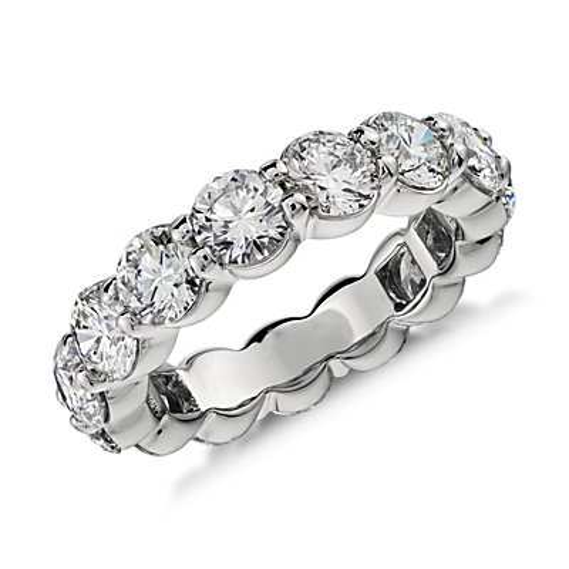 Anillo de eternidad de diamantes en platino (5 qt. total)