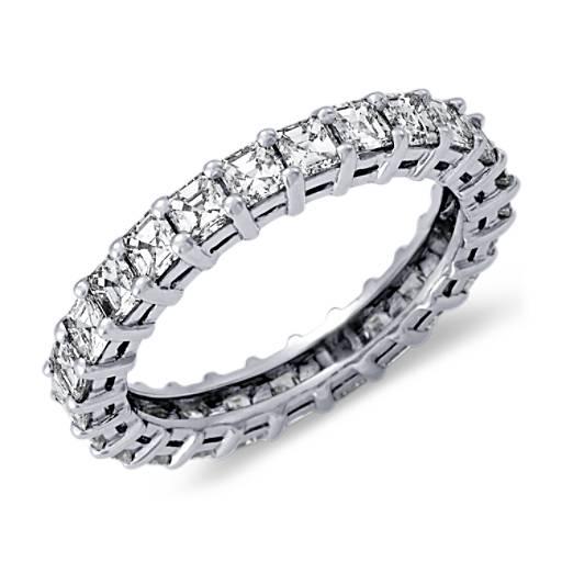 Anillo de eternidad de diamantes de talla Asscher en platino (2 qt. total)
