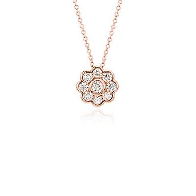 Colgante con flor de diamantes Studio de Blue Nile en oro rosado de 18k (3/4 qt. total)