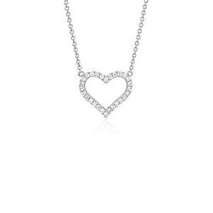NUEVO. Colgante con forma de corazón con diamante redondo, en oro blanco de 14k (1/5 qt. total)