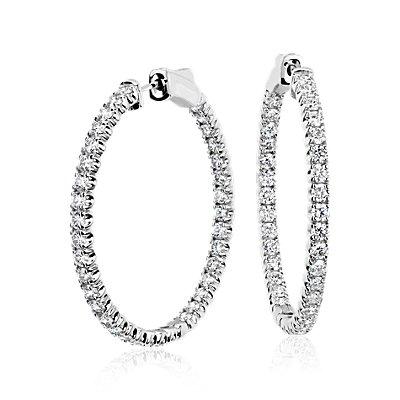 Aretes tipo argolla de diamantes de oro blanco de 18k, F/VS2 de (3 qt. total)