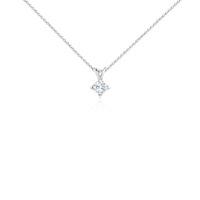 Colgante con diamante solitario de talla princesa en oro blanco de 18k (3/4 qt. total)