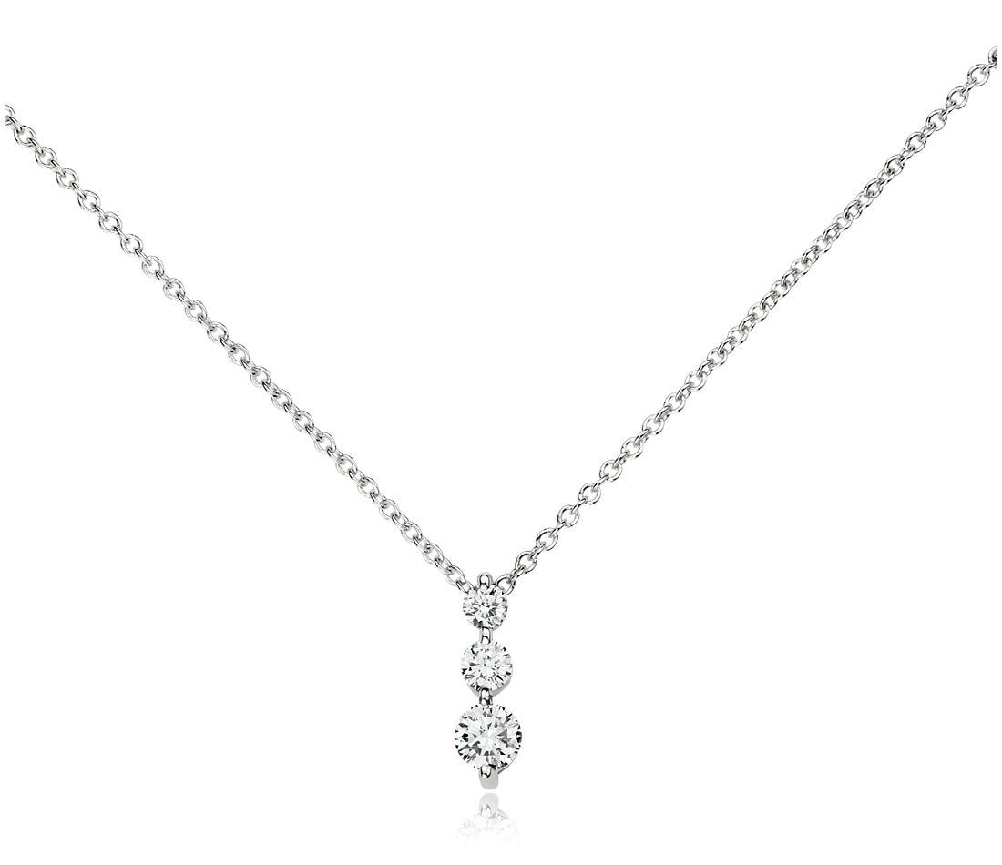 Pendentif diamant goutte à trois pierres  en or blanc 18carats (1/3carat, poids total)