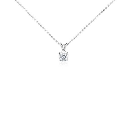 Colgante de diamante solitario en oro blanco de 18k (1 1/2 qt. total)
