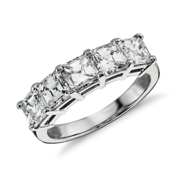 Anillo clásico de cinco diamantes de talla Asscher en platino (2 1/2 qt. total)