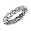 Anillo de eternidad de diamante de talla cojín en platino (4 1/2 qt. total)