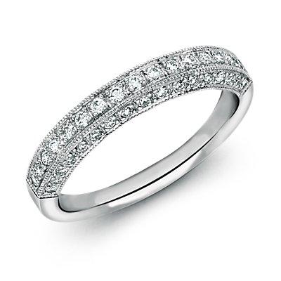 Anillo vintage con pavé de diamantes en platino (3/8 qt. total)