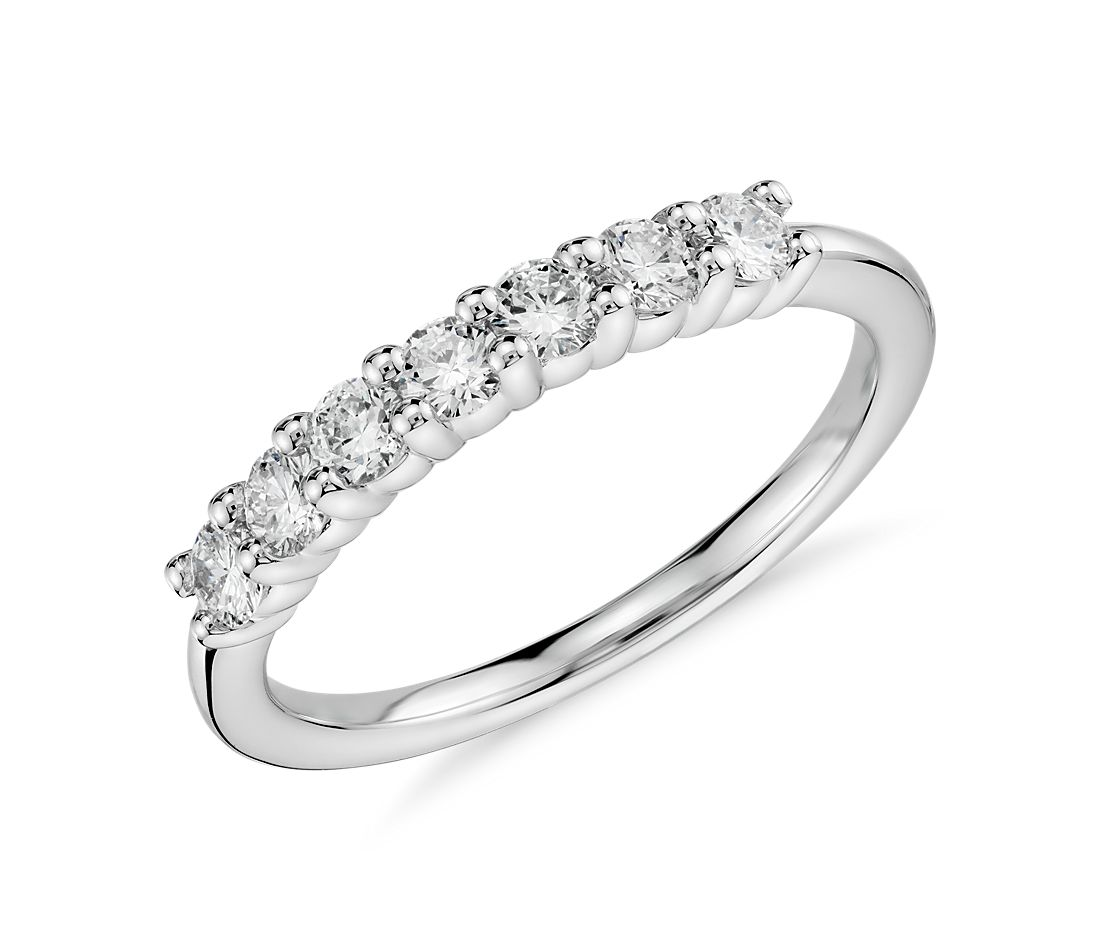 Anillo de diamantes en oro blanco de 18 k (1/2 qt. total)