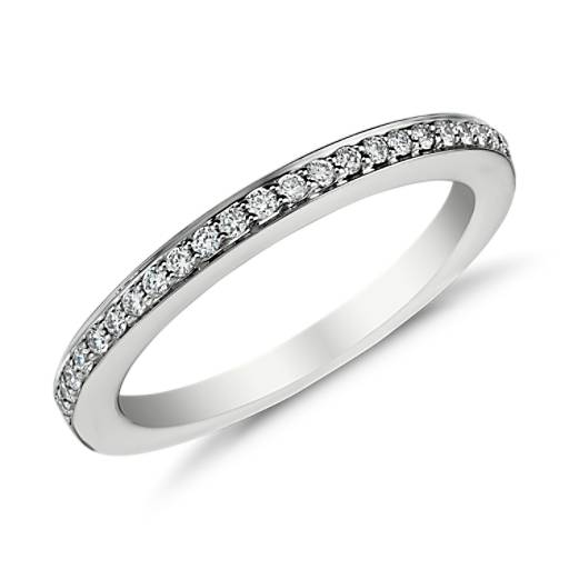 Anillo con pavé de diamantes en oro blanco de 18k (1/6 qt. total)