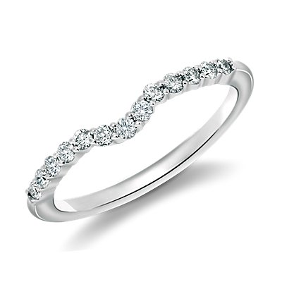 Classic Curved Diamond Wedding Ring in 18k White Gold