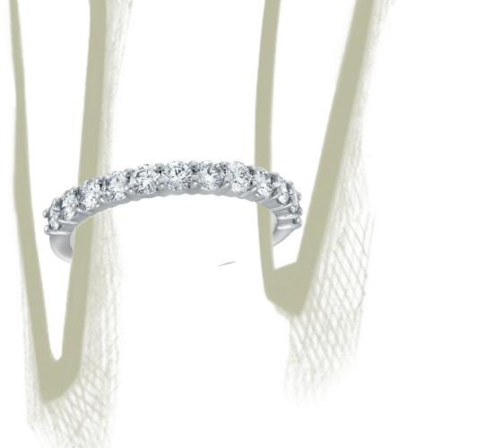 Anillo clásico de diamantes Bella en platino (2/3 qt. total)