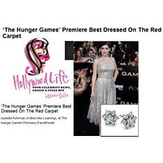HollywoodLife - Isabelle Fuhrman portant des boucles d'oreilles diamant fleur à la Première de Hunger Games