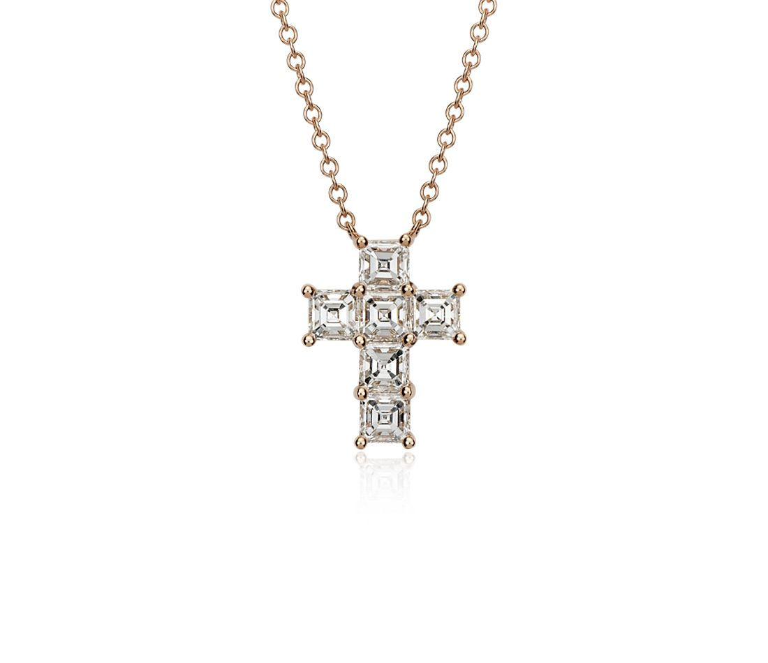Colgante de cruz con diamantes de talla Asscher en oro rosado de 18k (2 qt. total)