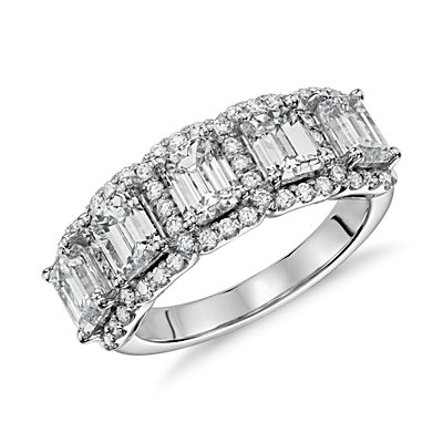 Bague halo à cinq diamants taille émeraude en platine
