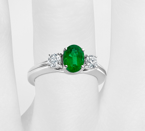 Emerald and Diamond Ring in 18k White Gold (7x5mm)