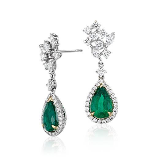 Aretes con esmeralda en forma de pera y pavé de diamantes de halo en oro blanco y amarillo de 18k (centros de 3,4qt total)