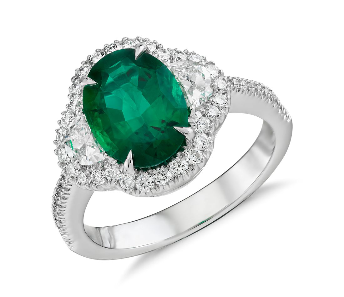 emerald and halo ring in 18k white gold 2 01 ct