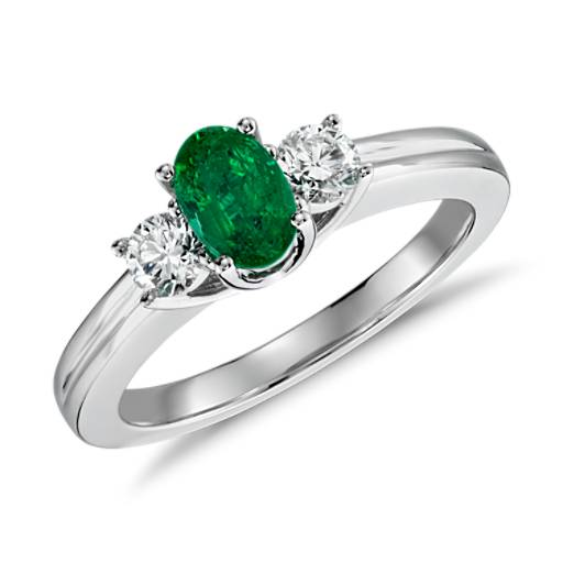 Emerald and Diamond Ring in 18k White Gold (6x4mm)