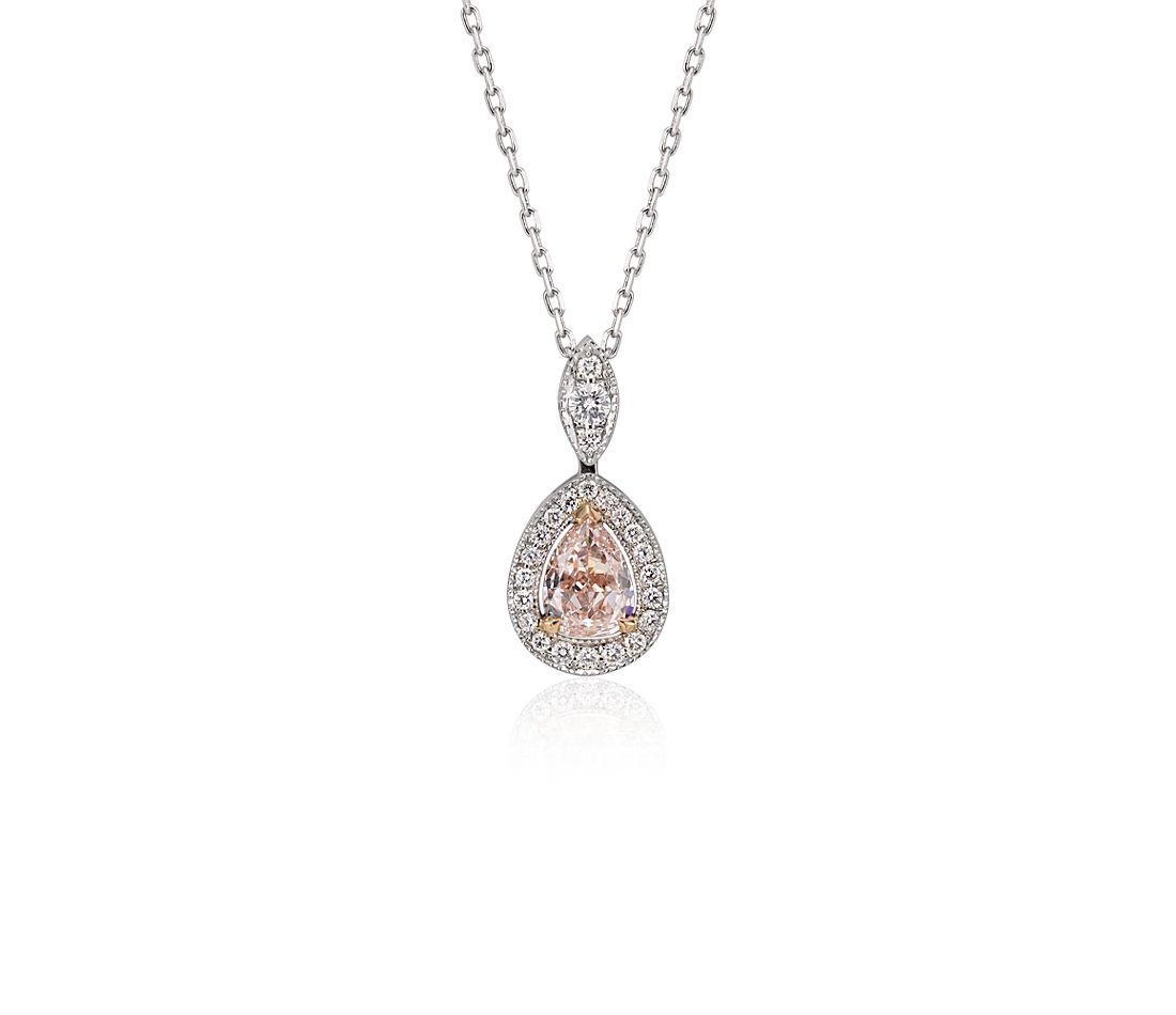 Colgante con halo de diamantes en forma de pera de color rosado amarronado claro fantasía en oro blanco de 18 k