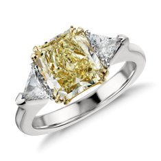Anillo de tres diamantes de color amarillo fantasía claro de Platino (2,48 qt. total)