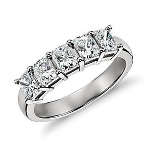 Anillo clásico de cinco diamantes de talla esmeralda en platino (1,50 qt. total)
