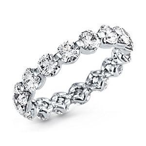 Anillo de eternidad de diamantes montados al aire en platino (más de 3 qt. total)